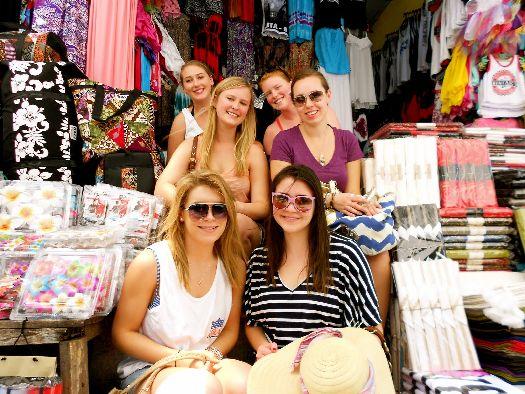 В многочисленных молах и магазинчиках острова вы найдёте большое число сравнительно недорогих брендов: puma, nike