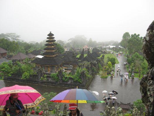 Тропический дождь в Бали характерен для зимнего сезона
