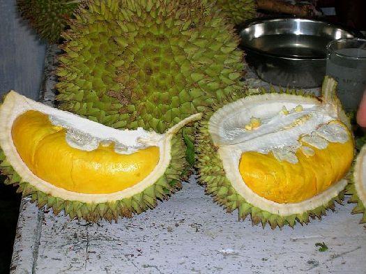 В ''несезон'' рекомендуем покупать дуриан не на рынках, где он незрелый, а в магазинах, куда фрукт завозится из Тайланда