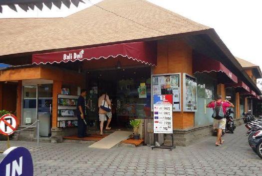 Самый известный супермаркет в Семиньяке - ''Bali Deli''