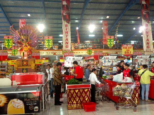 Где лучше покупать продукты - на рынках, в небольших магазинах или супермаркетах? Ответ на этот вопрос каждый должен найти для себя сам