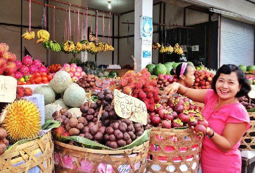 Продуктовый рынок города Керобокан