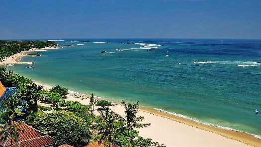 Южный берег Бали омывается беспокойными водами Индийского океана