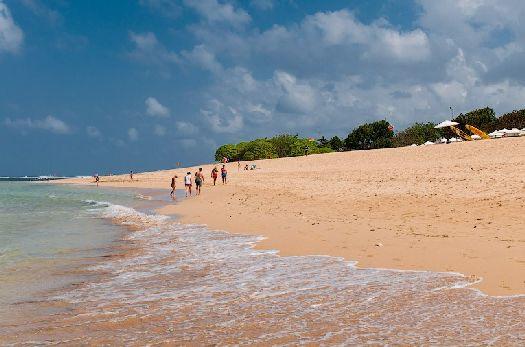''Золотистый'' песчаный пляж Нуса-Дуа