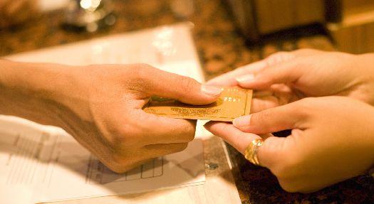 За оплату банковской картой на Бали взимают комиссию