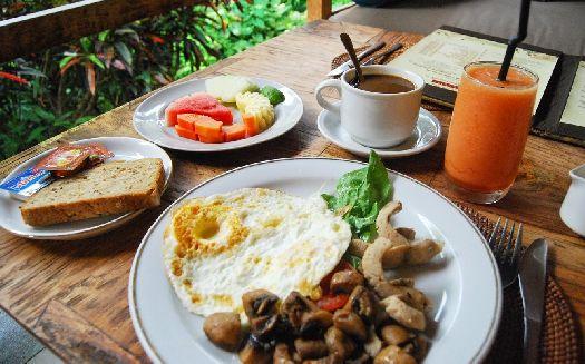 Завтраки в отеле очень сытные!