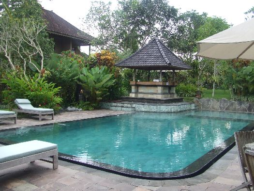 Компактный бассейн отельного комплекса ''Sri Ratih Ubud Cottages''