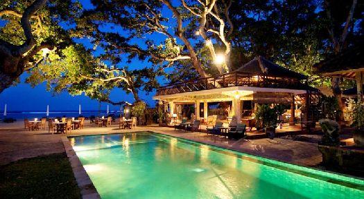Открытый бассейн отеля ''Tandjung Sari''