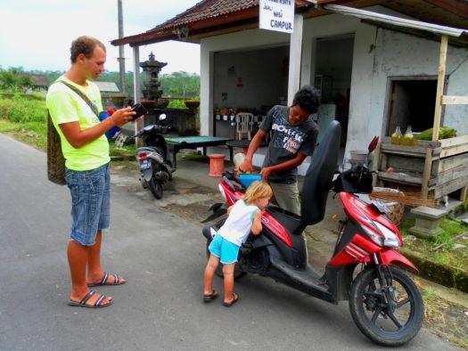 Аренда байка - отличное решение, если Вы хотите быть мобильным на острове.. однако будьте внимательны на дороге - езда на байках не слишком безопасна