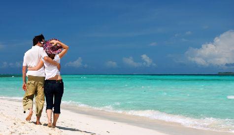 Яркие краски тропической природы, древняя архитектура, шикарные отели  и живописные пляжи - все это ждет отдыхающих на Бали весной!