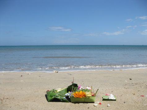 Если Вы устали от разнообразия отдыха, то можно просто позавтракать у шумящего океана - это тоже очень приятно!