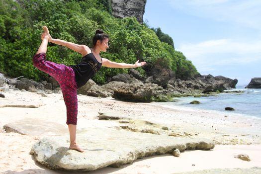 Йогой на Бали можно заниматься как самостоятельно, так и в специальных центрах