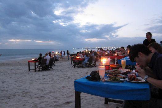 Ужин у океана в Джимбаране
