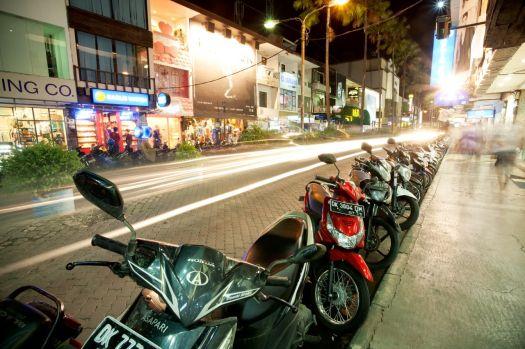 Кута - самый оживленный город Бали
