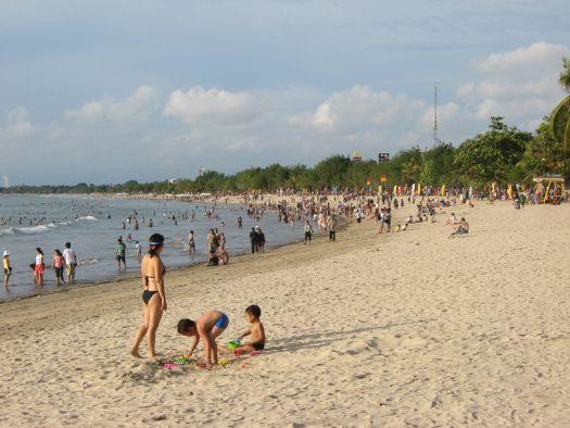 На Куте отличные пляжи, правда здесь бывает людно