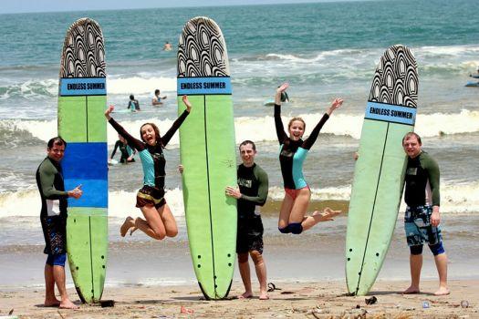 В Куте Вы найдете и возможности для активного отдыха, так, здесь находится крупнейший серфинг школа Endless Summer