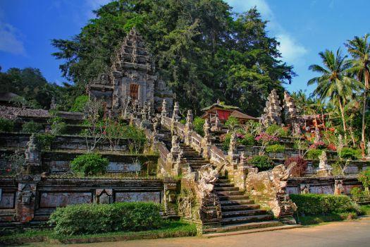 Если основная цель вашей поездки знакомство с историей и достопримечательностями Бали, то Вам в Убуд!