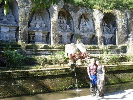 Гора Поэта - Gunung Kawi -  считается погребальным комплексом короля Анак Вунгсу и его  жен