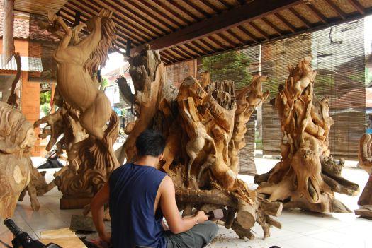 Резьба по дереву в Убуде